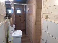 Sprcha v chatě