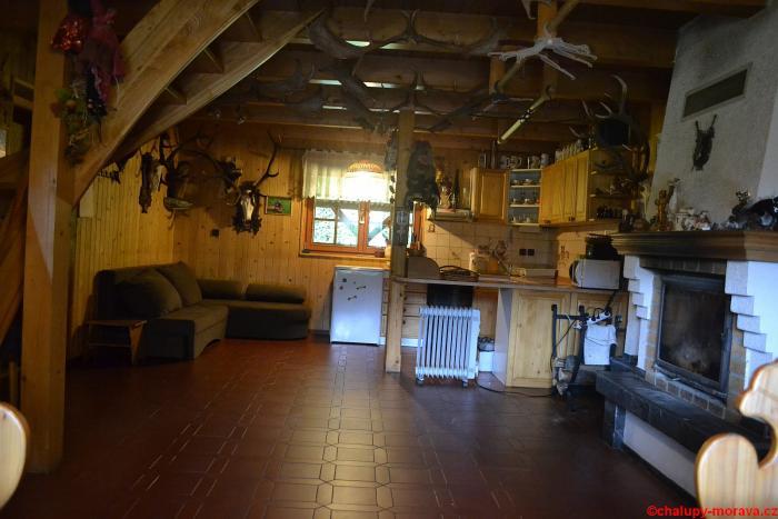 Hlavní místnost ve starší chalupě 2